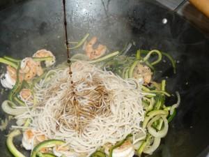 noodle_gamberi_zucchine_sesamo7