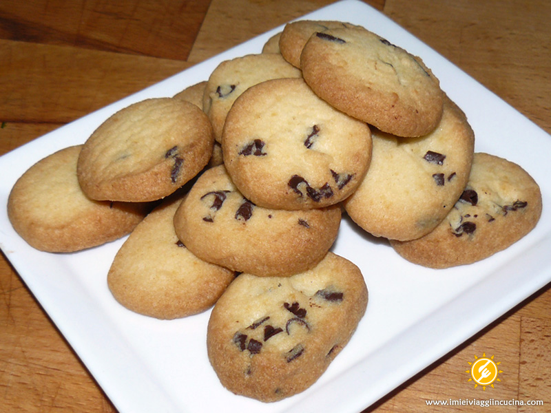 Biscotti di Frolla e Gocce di Cioccolato