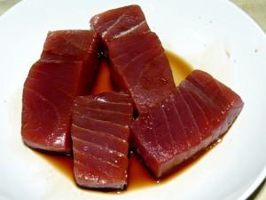 Filetto di tonno scottato con semi di papavero bollicine vip - Marinare il tonno prima di cucinarlo ...