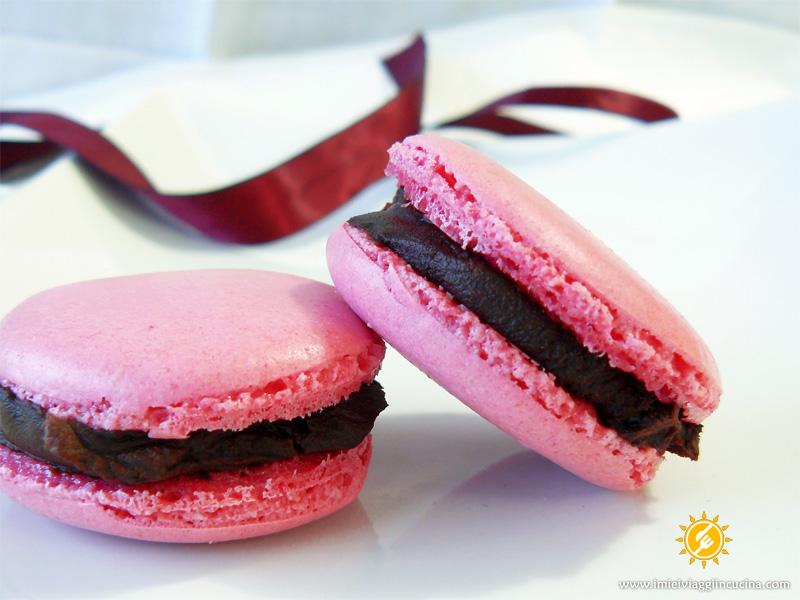 Macarons di San Valentino con Crema Fondente