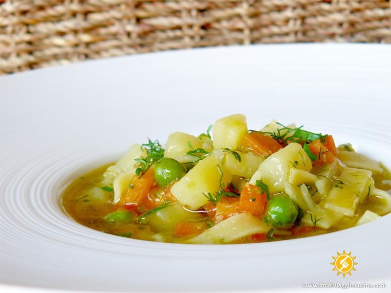 Zuppa di Pasta e Verdure con Erbe Aromatiche