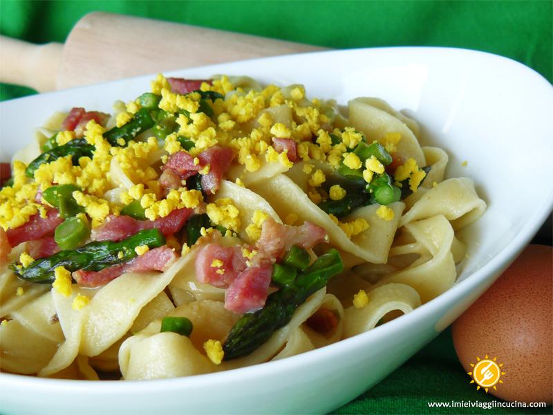 Taglietelle con Mimosa, Asparagi e Pancetta